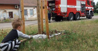 Na žádost starosty vyjela jednotka SDH Višňové zalévat lípy – zapojili se i ti nejmenší
